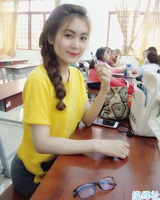 越南小学老师Nam Tran的超高颜值让网友想重新读书