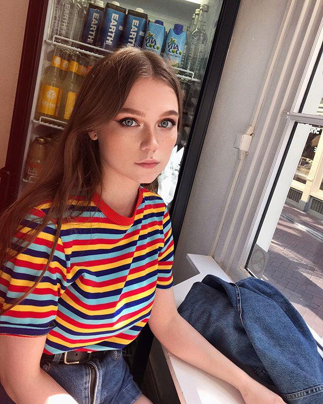 英国美女主播alex clark脸蛋清纯身材火辣诱惑力十足