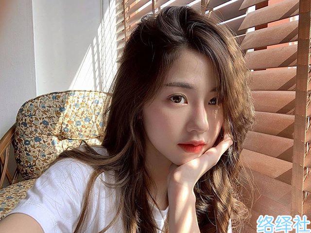 泰国网红美女模特kkaimuk的甜美一笑就让人心动不已