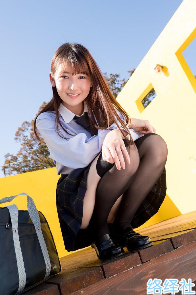 JK即正义!19岁写真女神「近藤麻美」制服下的鲜嫩肉体