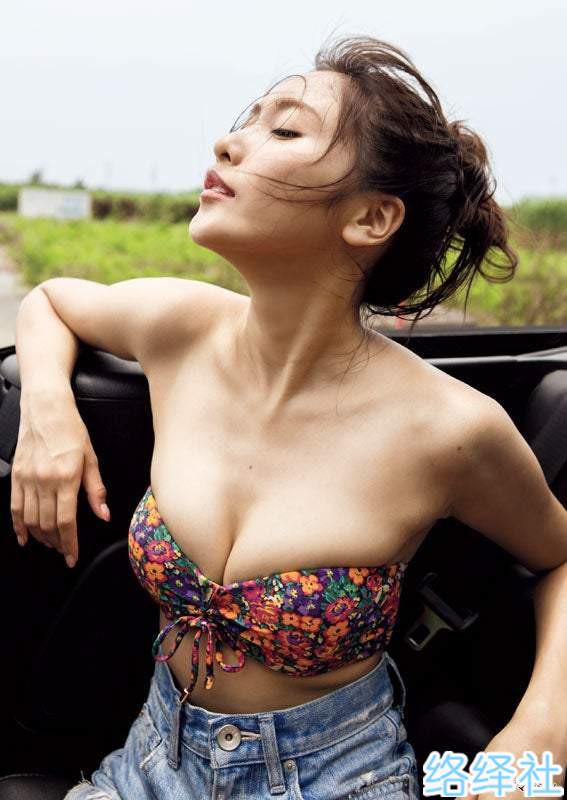 泳装女神回归,佐野日向子暌违一年的最新写真!