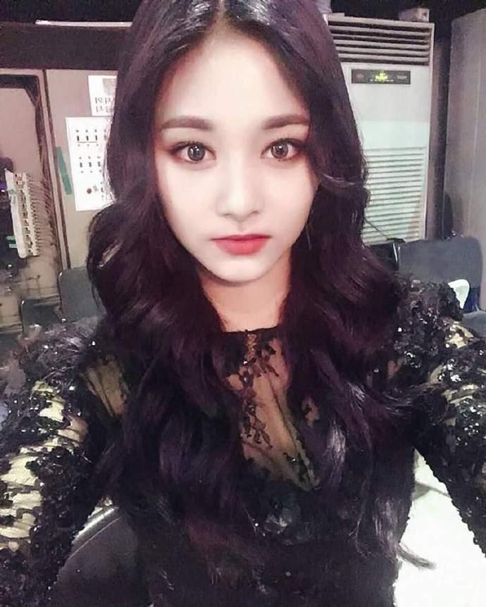 韩国女星中的高颜值美女,冷艳鬼魅的像吸血鬼一样!