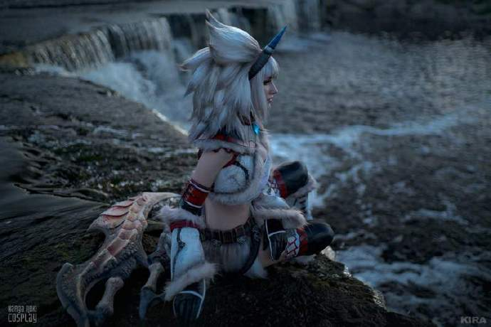 来自战斗民族俄罗斯的美女cos怪物猎人麒麟装!