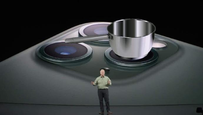 新款苹果手机iPhone 11发布,浴霸摄像头遭网友恶搞P图!