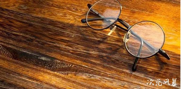 眼镜不仅让我看清前方的路,更是承载着温暖的回忆~