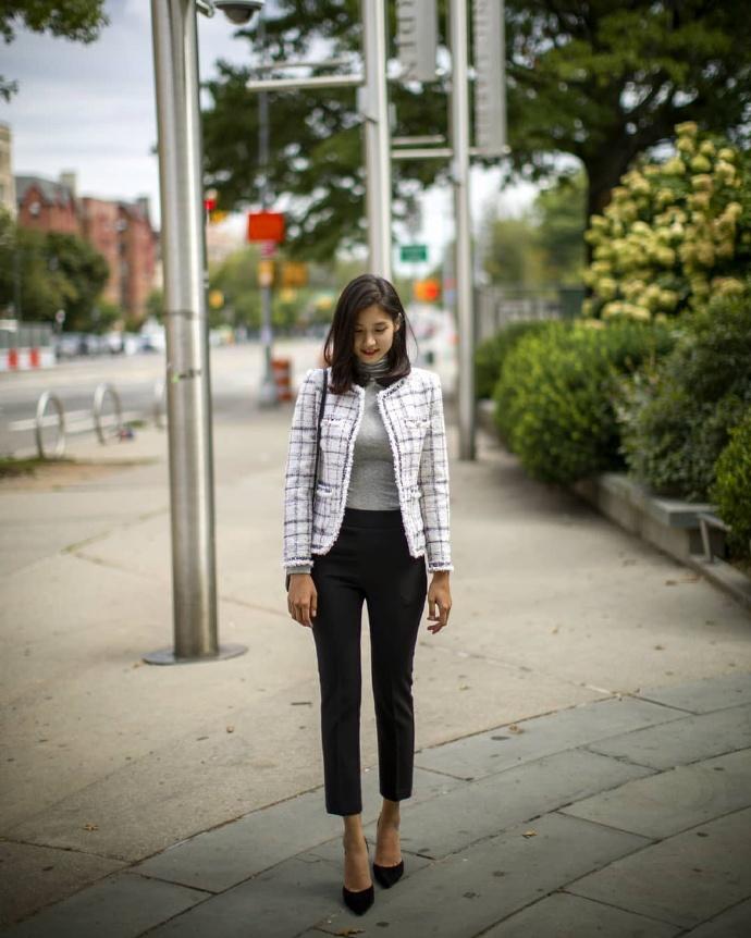 韩国模特#李熙恩,梦寐以求的纤腰,太完美了。