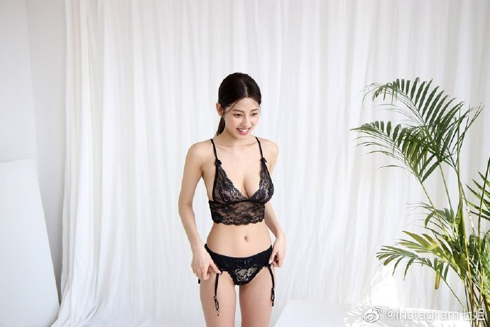 ins:__leeheeeun__ 着内衣应该很贵!