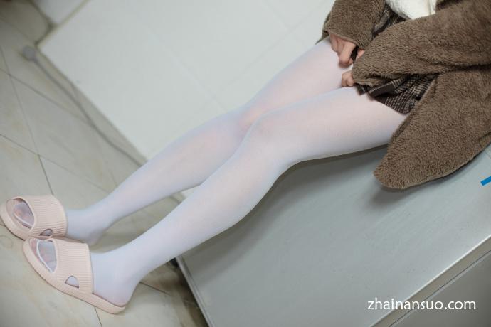 森萝财团[X-006]羞涩的白丝学妹-宅男说