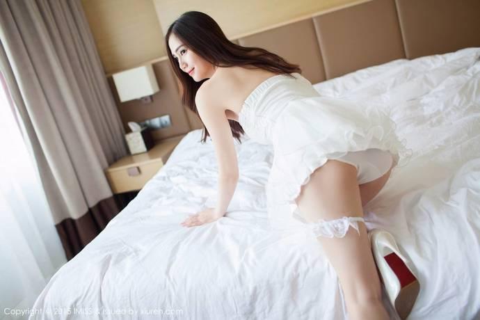 [爱蜜社]SISY思纯白蕾丝小礼服配白色高跟鞋