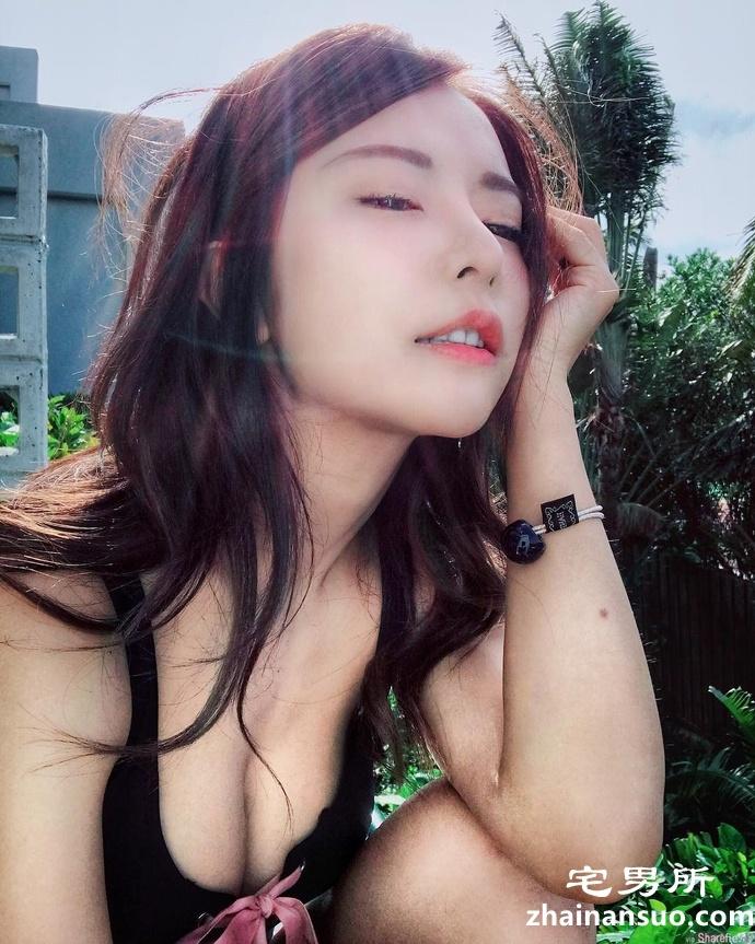 台湾宅男女神正妹巫苡萱 直播充满乳香味-宅男说