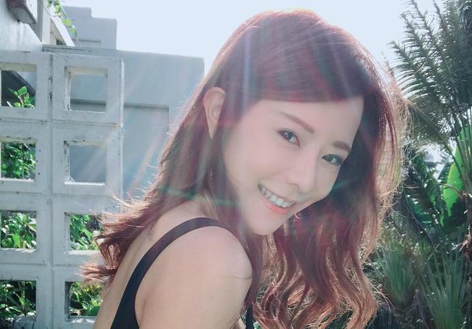 台湾宅男女神正妹巫苡萱 直播充满乳香味