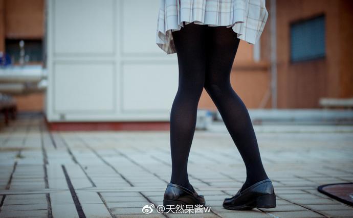 今日妹子图推荐:微博@天然呆酱w肥肥的萝卜腿-宅男说