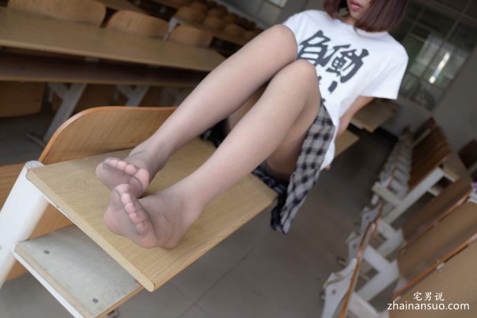 森萝财团写真[R15-037]课桌下的黑丝短裙诱惑-宅男说