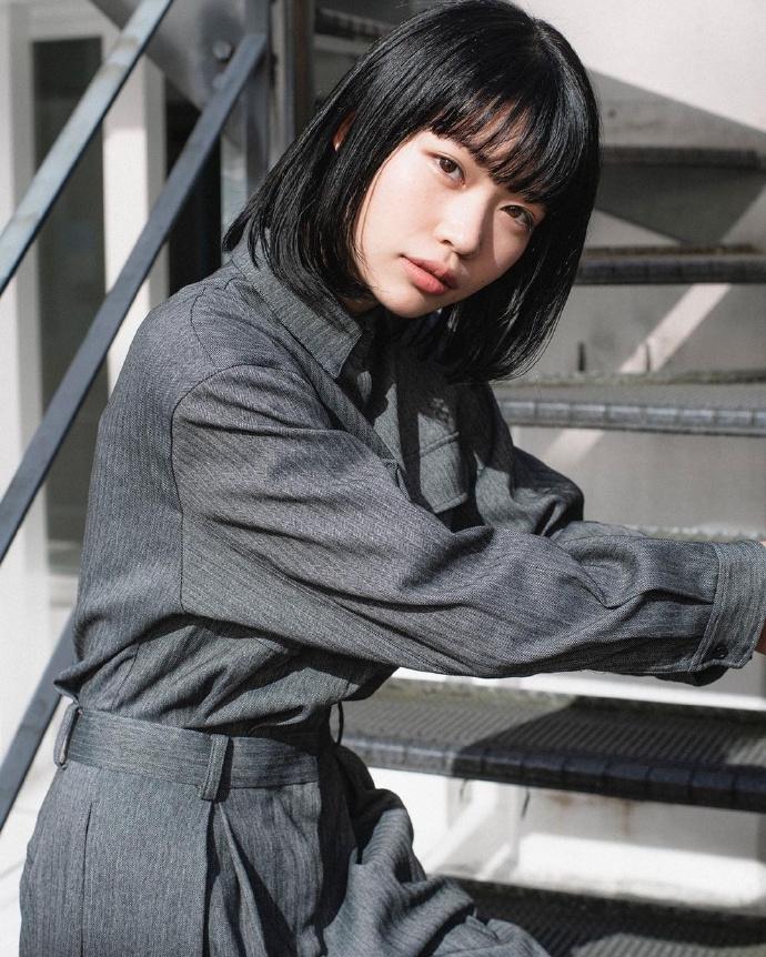 短发文青美少女「葵うたの」,微厌世眼神迷蒙又梦幻-新图包