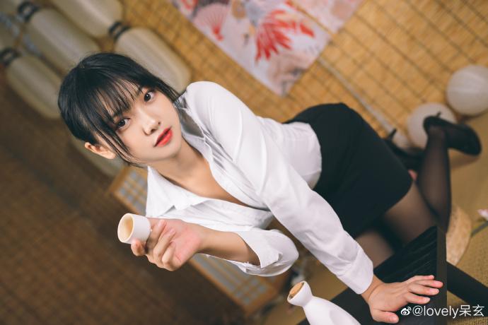 知名cosplay动漫博主、微博女神@lovely呆玄