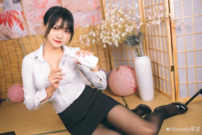 知名cosplay博主@lovely呆玄 她长得圆润可人 liuliushe.net六六社 第3张