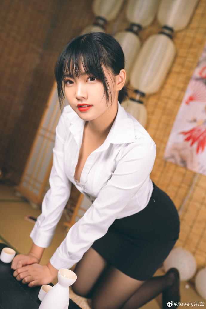 知名cosplay博主@lovely呆玄 她长得圆润可人 liuliushe.net六六社 第9张