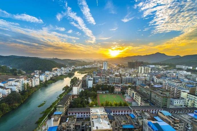 读懂中国:藏在县城的万亿生意