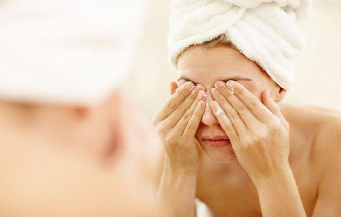 油性肤质不能用护肤油、卸妆油?用油不长痘痘护肤法 健康百科