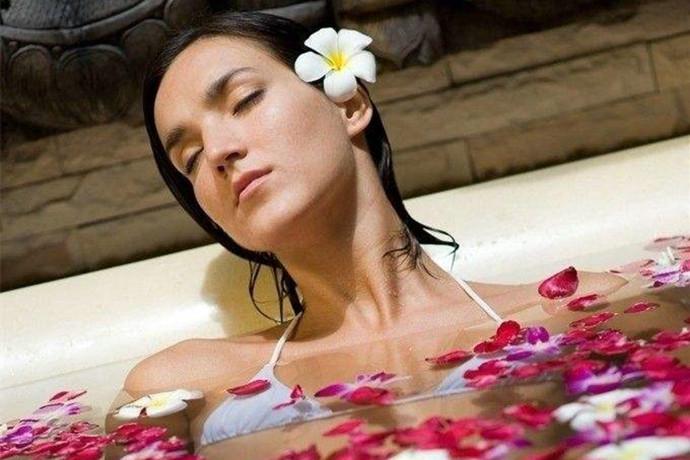 美女洗澡后一个动作,降低 31%心衰竭死亡率 健康百科
