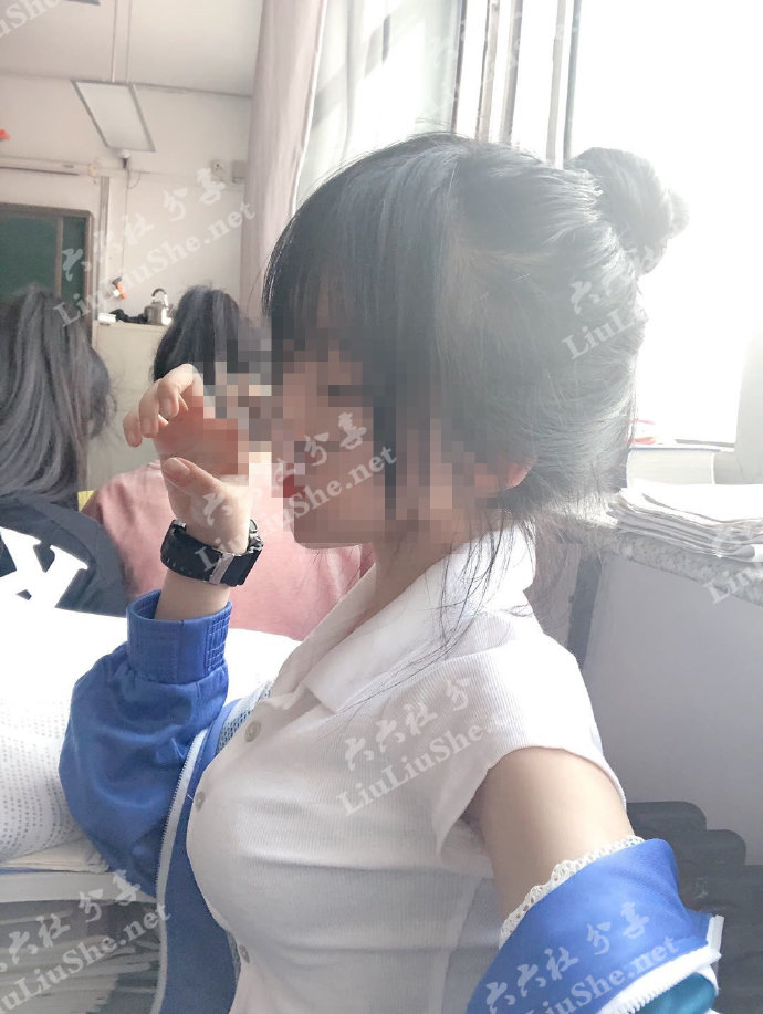 """快手一个戴口罩穿校服的女生火了,网传是""""狗司令太子"""" liuliushe.net六六社 第2张"""