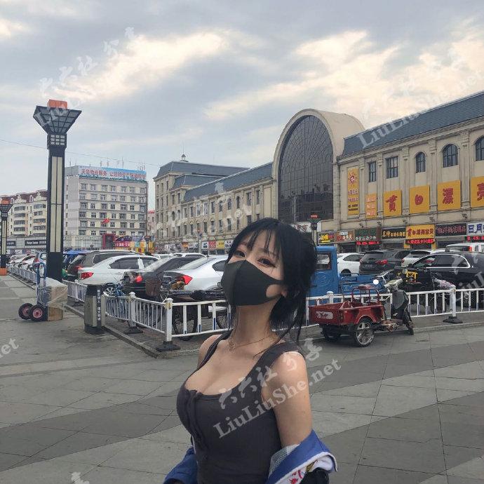 网传伊春二中二位戴口罩校服女生引热议一事,你怎么看待? liuliushe.net六六社 第1张