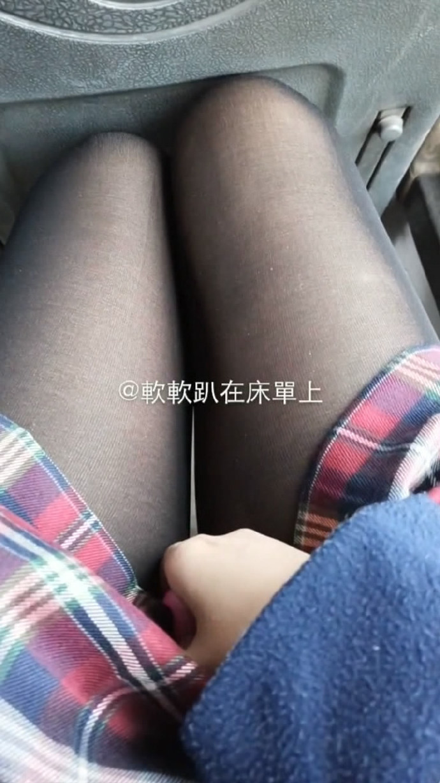 「网红美少女」软软趴在床单上 – 超诱惑之公交车上[1V/144MB]