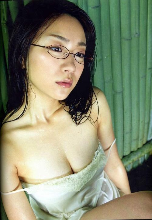 治愈系「百变眼镜娘」 时东亚美(时东ぁみ)