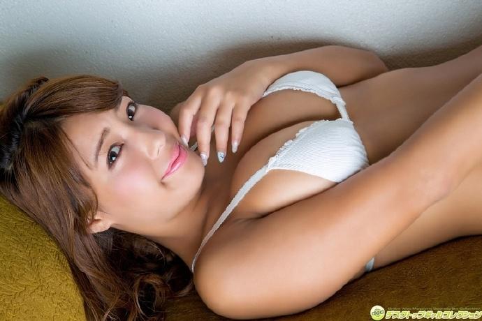 日本古铜色胴体G奶美女 桥本梨菜