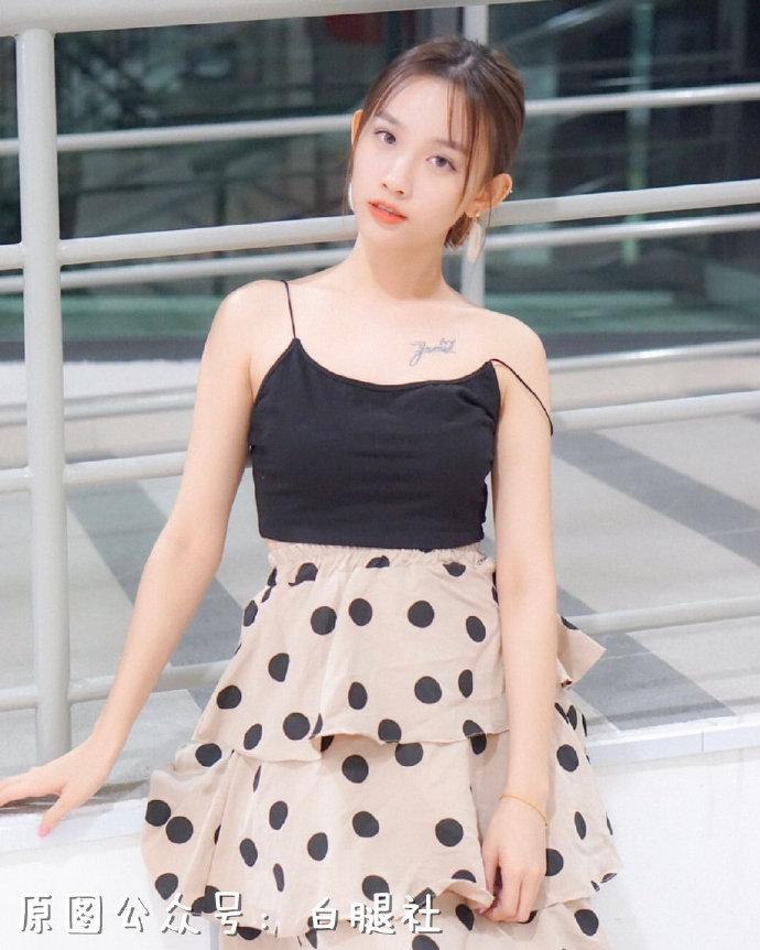 【金源娱乐】来自马来西亚的漂亮小姐姐姿势撩人