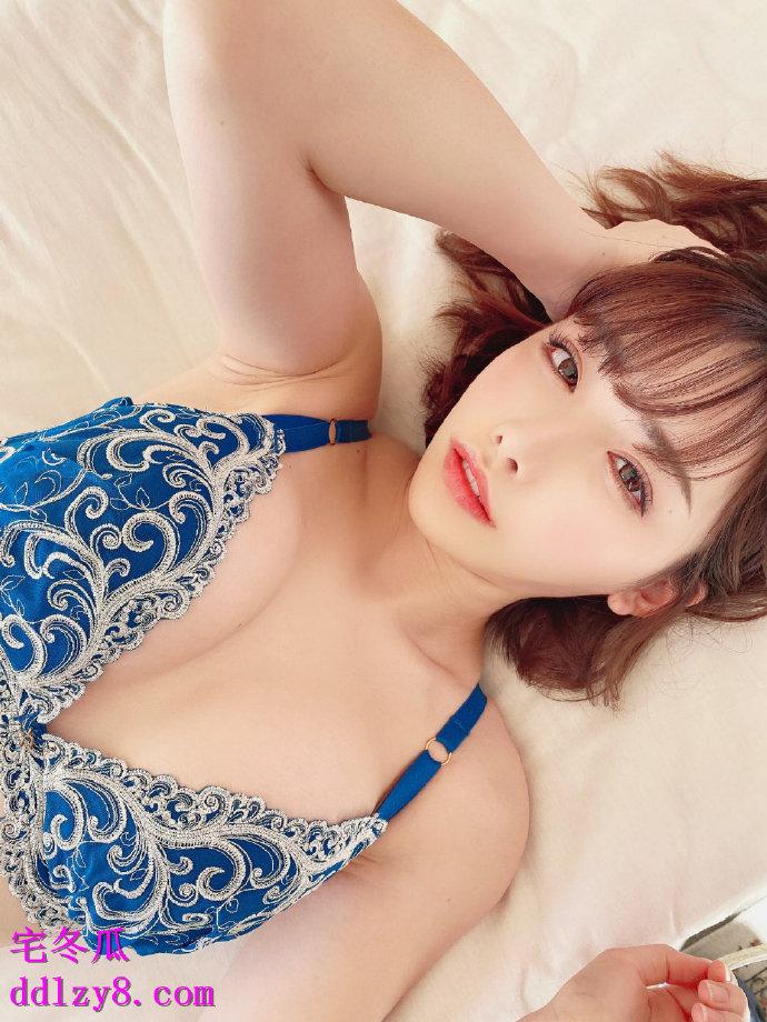 2019年新人下海最漂亮的一位:重新归来的超可爱美女美月丽花!