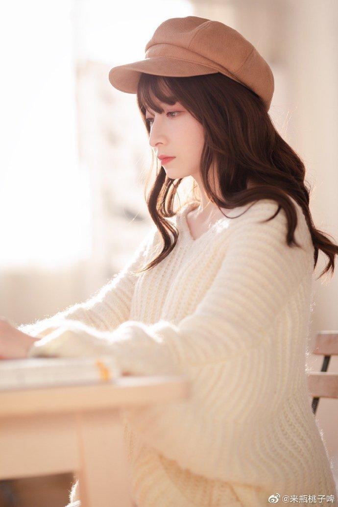 【COSPLAY美女】高贵冷艳气质的国产白色丝袜小姐姐