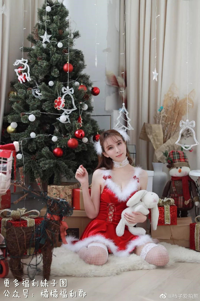 【COSPLAY美女】圣诞制服也可以穿出性感风