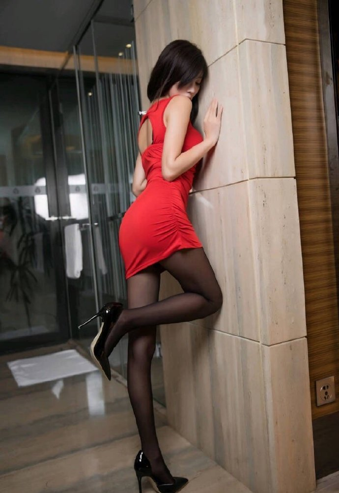 丝腿写真 红裙黑丝小姐姐