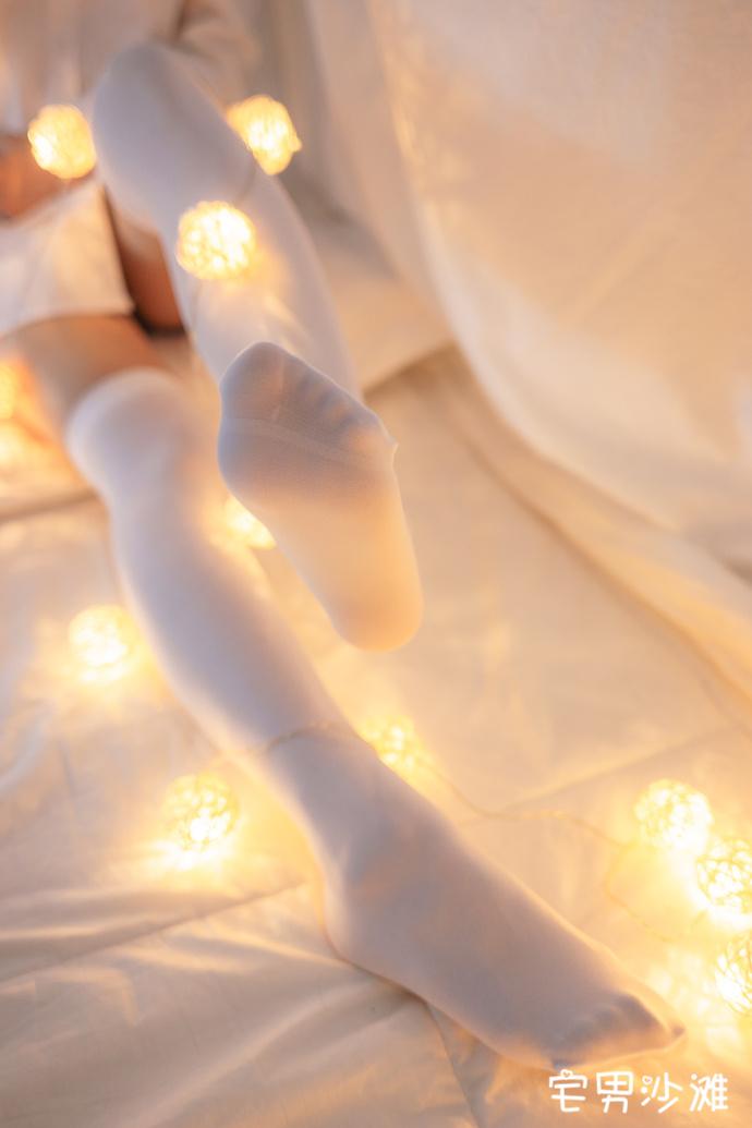 【腿控福利】白丝长筒袜的小姐姐美腿福利唯美写真