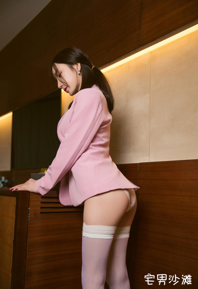 【妹子图】[秀人网] 美女模特「周于希Sandy」,过膝白丝长筒袜私房写真