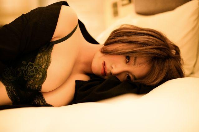 香港电竞宅男女神《Rose Ma》发布大尺度写真集《2nd Impact》