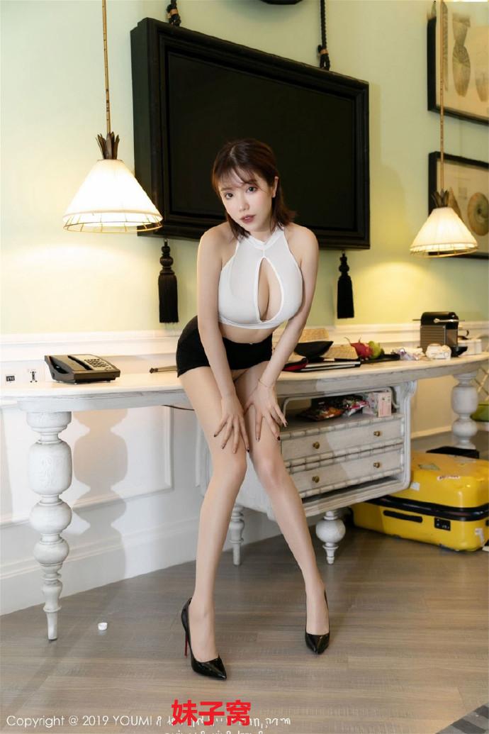 韩国妹子蔡文钰钰登场,高跟黑丝组合太让人鸡动了
