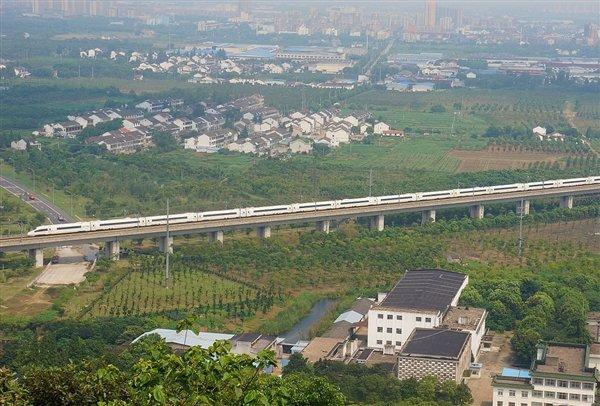 中国高铁动车组发送旅客90亿人次:2018年占比超60%