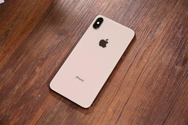 外媒:苹果iPhone中国受挫因太贵 白领一个月工资买不起