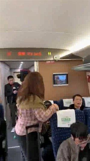 女子高铁上粗口骂人近7分钟:被拘留5天