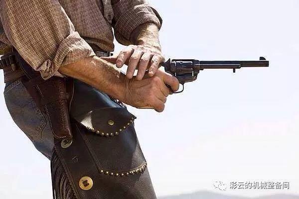代表美国西部时代的柯尔特陆军单动型转轮手枪