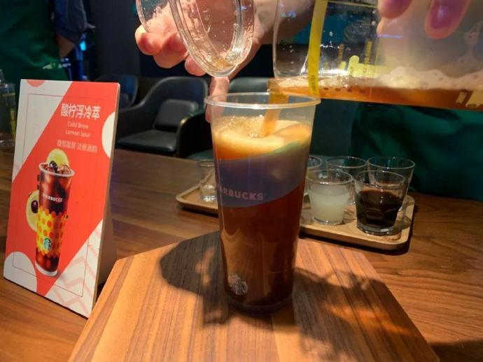一口气推8款健康新品、杯子可用至少20次…星巴克这是什么神仙操作?