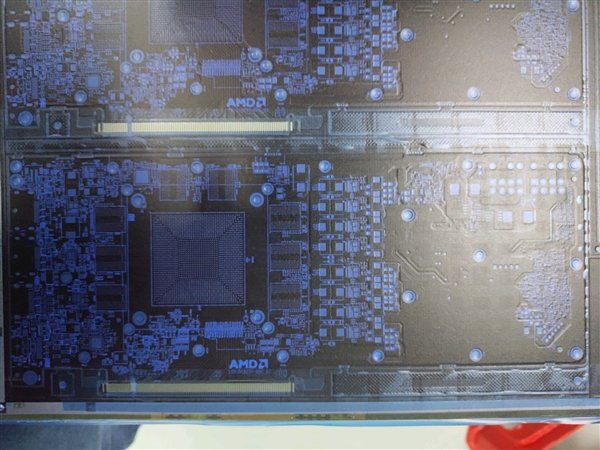 AMD 7nm Navi显卡PCB泄露:第一次上GDDR6显存