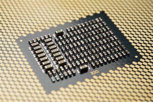 Intel 10核桌面处理器明年才有:400系新主板、LGA1200新接口