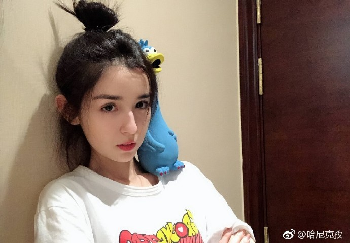 微博妹子推荐国风美少年选手@哈尼克孜 貌似又是一位新疆姑娘明眸皓齿