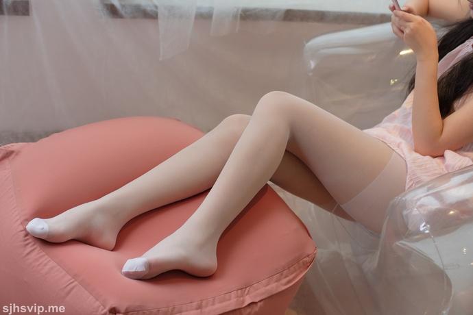 睡衣的丝袜白丝小萝莉