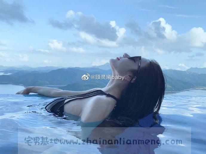 顾灵曦BABY 微博极品网红美少女的诱人服务,自拍的视频流出