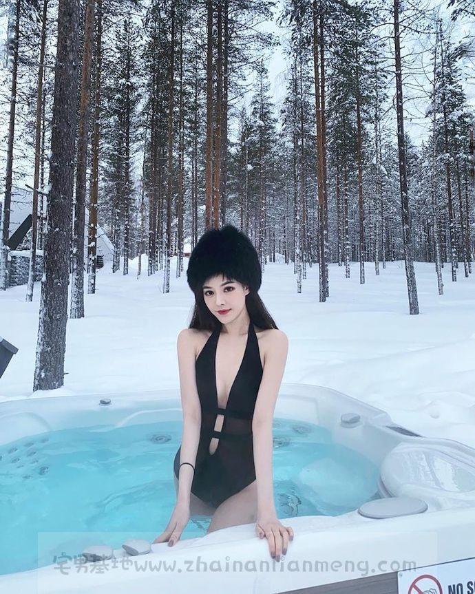 感性比基尼美少女nini,惊现冰天雪地,摆拍细美大长腿