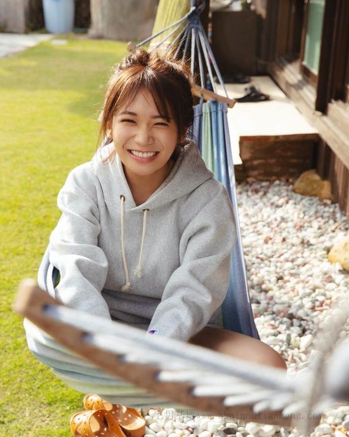 乃木坂46的队长「秋元真夏」推出了个人第二张写真集《想要幸福》插图4